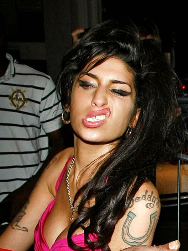 Amy Winehouse Humorous Gesture With The Mouth 8x10 Photo Print