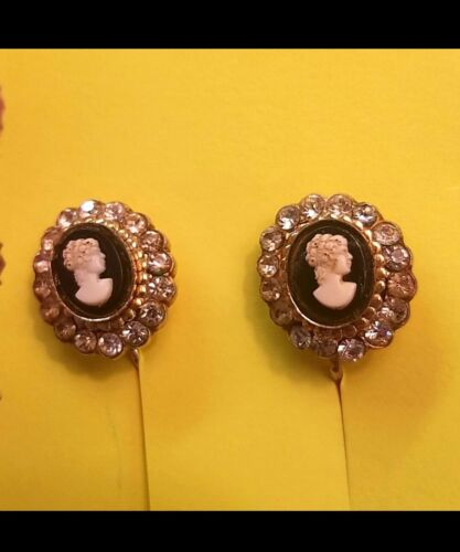 Vintage 1940s Cameo style earrings screw back rhinestones