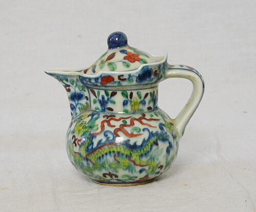 Chinese  Dou-Cai  Porcelain  Teapot  With  Mark      M3189