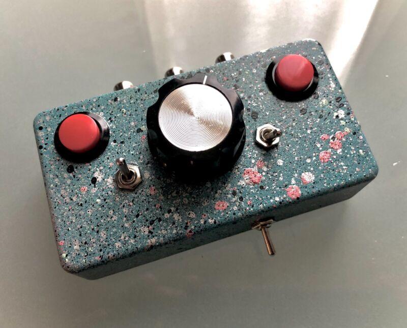 DIY Circuit Bent Dirty Video Mixer (VHS/DVD/CRT)