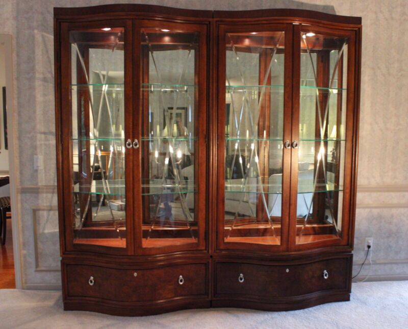 Thomasville Mahogany Bogart Bel Air Collection Curio China Display Cabinet One