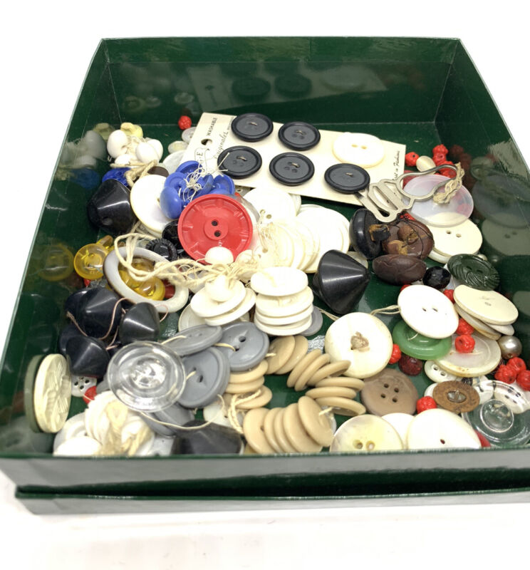 Vintage & Antique Lot of Glass Plastic ,Leather & Mother of Pearl Buttons