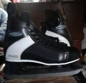 Man's CCM intruder  ice skates size 11 like new