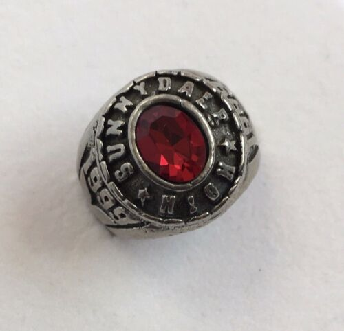 Buffy the Vampire Slayer Sunnydale High Class of 1999 Ring Vintage