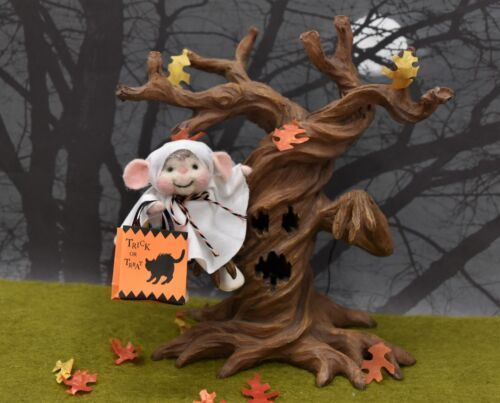 Needle Felted Halloween Mouse Ghost Trick-Or-Treater!