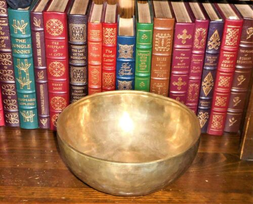 VINTAGE 10 INCH SINGING BOWL HANDMADE FROM NEPAL-PERFECT TONE & 2 STRIKERS