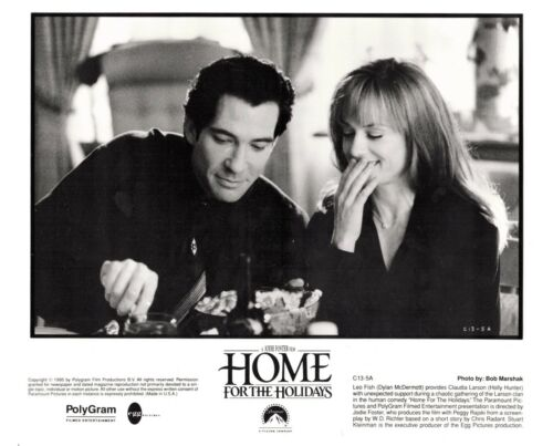 HOME FOR THE HOLIDAYS-MCDERMOTT-HUNTER-10X8-B/W- PRESS PHOTO-1995-#C13-5A
