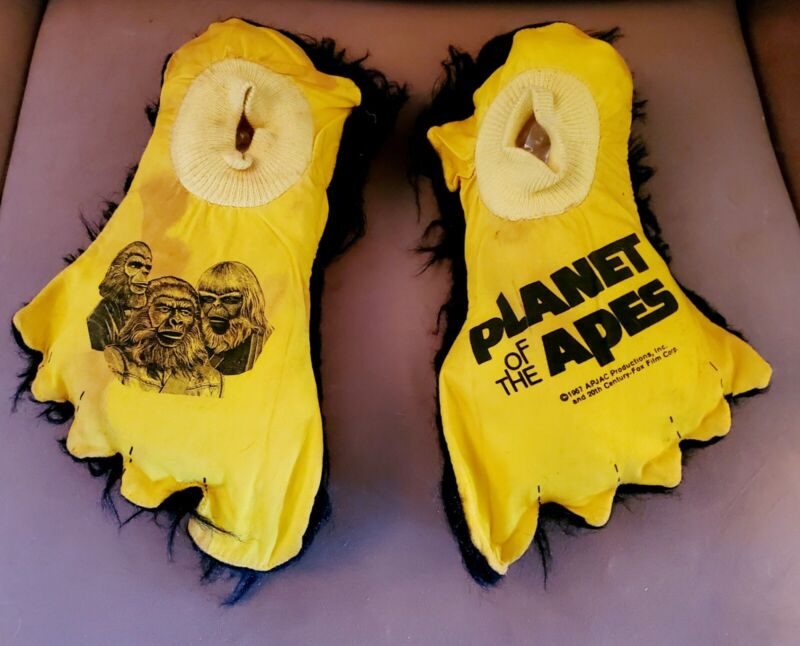 """1974 """"PLANET OF THE APES"""" Original COMMONWEALTH """"PLAY FEET"""" Children"""