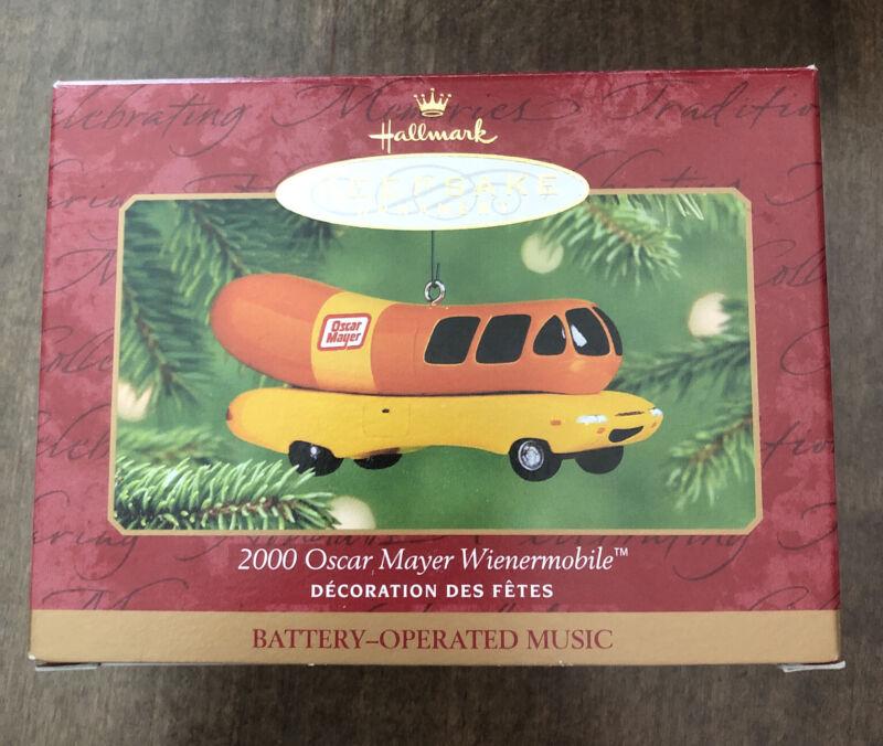 Vintage 2000 Oscar Mayer Wienermobile QX6935  Hallmark Keepsake Ornament GUC