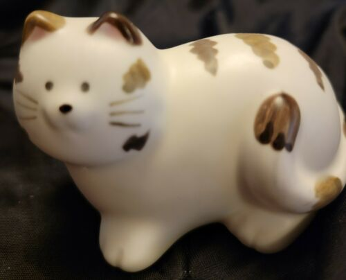 Vtg Takahashi Small china Chubby  Kitty Cat Japan Made.  Excellent free shipping