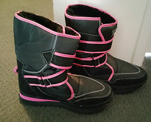 Snow boots Baldivis Rockingham Area Preview