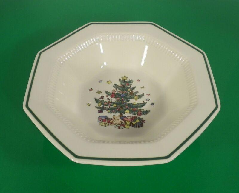 Nikko CHRISTMASTIME Vegetable Bowl Christmas Tree Pattern Made Japan EUC in Box