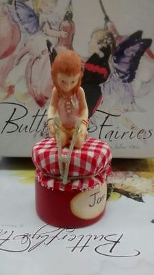 Country Artists : Butterfly Fairies - Little Pot of Love CA05456