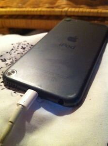 Ipod 5 32GB NO ICLOUD LOCK West Island Greater Montréal image 2