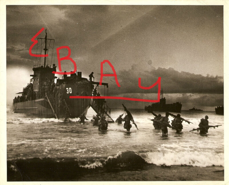 WWII 8X10 PHOTO US TROOPS COMES ASHORE FROM LCI # 30 PACIFIC BATTLES LOOK