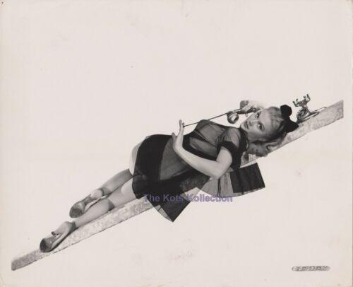 THE PETTY GIRL-Joan Caulfield/Pin-Up/Sexy/Cheesecake-Photo-1950