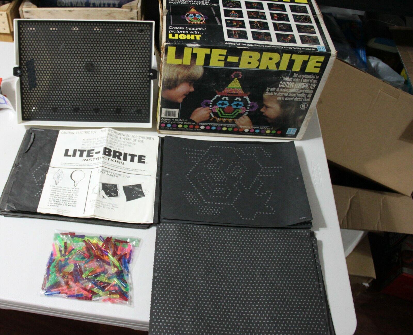 Vintage Lite Brite LOTS of pegs and sheets w/ Box ( ALL YOU NEED TO PLAY )