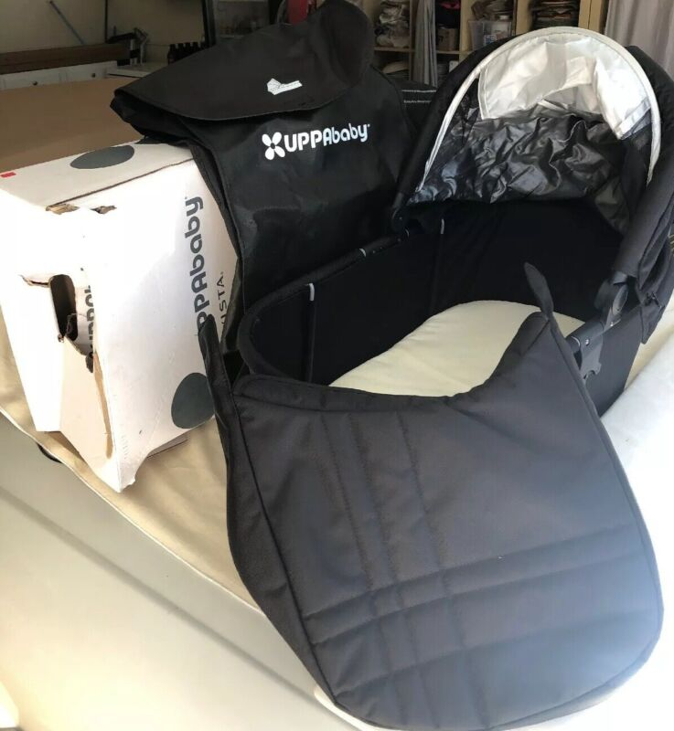 Uppababy Vista Bassinet With Accessories. Black. Excellent Condition
