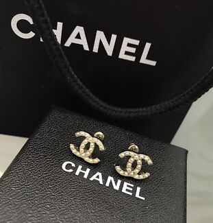 Negotiable: Authentic Chanel pearl stud earrings