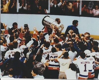 NEW YORK ISLANDERS 8X10 CELEBRATION PHOTO HOLDING STANLEY CUP