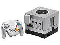 GAMECUBE SILVER WITH CABLES AND GAMEPAD