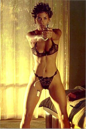 "Halle Berry - The ""swordfish"" Panty And Bra !!! # 3"