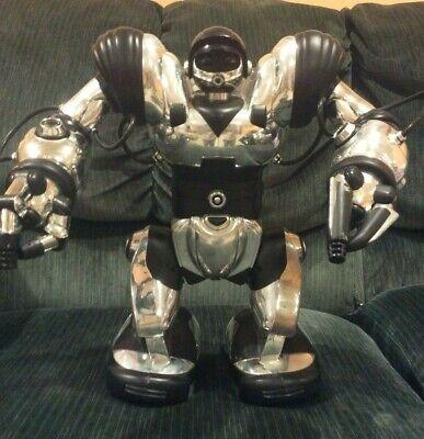 Remote Controlled WowWee Robosapien Robot Toy, Chrome, # 6690uu. Dances, talks.