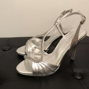 Le Chateau size 5 silver formal heels