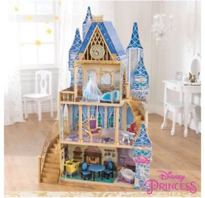 DOLLHOUSE WITH 10 barbie dolls + stands and accessories