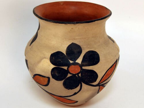 "Unusual Historic New Mexico Santo Domingo Pottery Olla  8 1/2"" X 6 3/4"" C.1930"