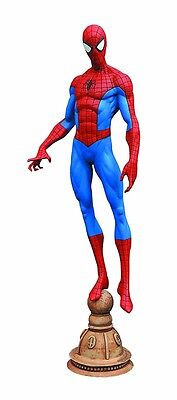 Diamond Select Toys Spider Man Classic Pvc Figure Statue