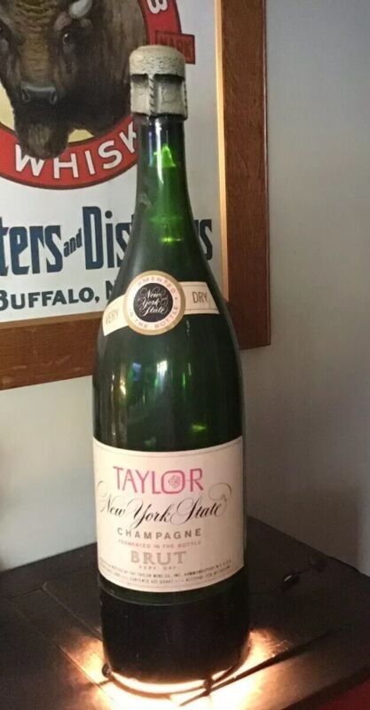 Vintage TAYLOR CHAMPAGNE Bottle BUBBLE LIGHT 1960's RARE used Condition