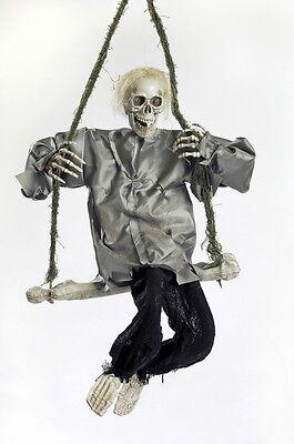 Deko Skelett 90 x 42 cm auf Schaukel animiert Hängedekoration Halloween Figur