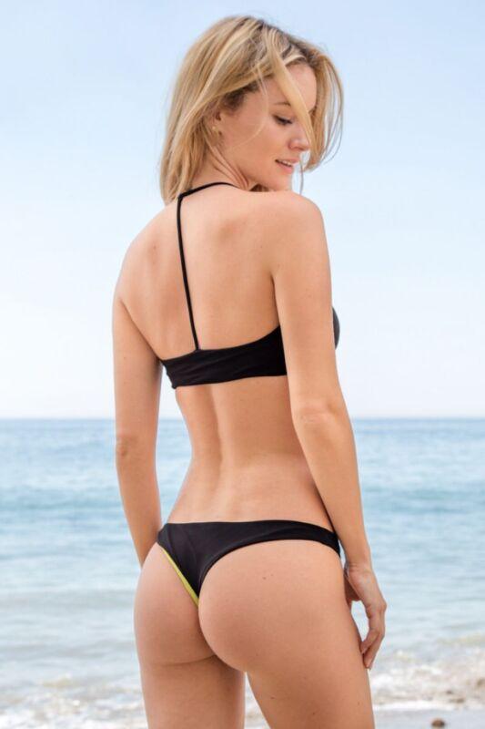 Bryana Holly Posing In The Beach 8x10 Photo Print
