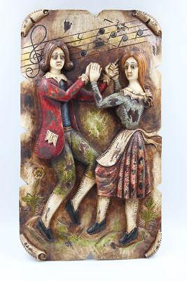 Jahrhundert Holz Geschnitzt (Tanzendes Paar im Stil des 18.Jahrhunderts Relief Holz geschnitzt)
