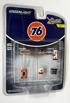 Greenlight 1/64 Scale - '76' Diorama Shop Garage Tools and Accessories Car Set