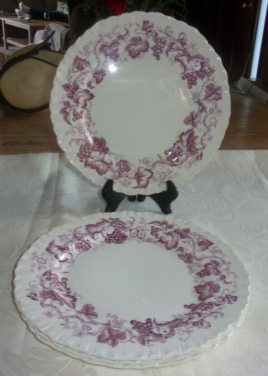 4 WEDGWOOD Of ETRURIA BARLASTON PURPLE OLD VINE 10 DINNER PLATES ENGLAND - $19.99