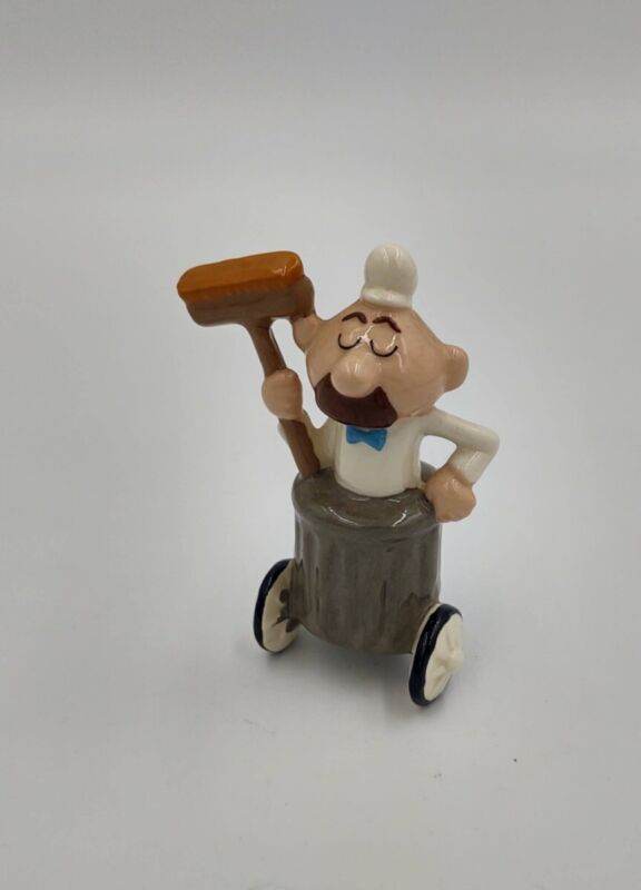 Street Sweeper Janitor Ceramic figure Rocky & Bullwinkle Mexico vintage Ward