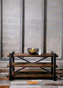 Meuble de télévision en acier et bois, look chic industriel