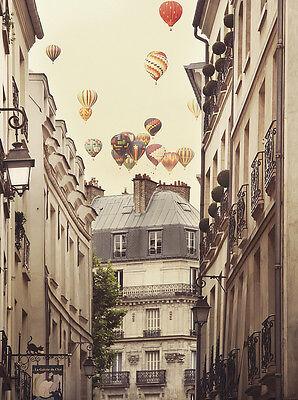 Flying Over Paris Kunstdruck Irene Suchocki