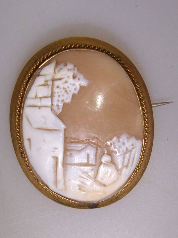 ANTIQUE VICTORIAN GILT FRAME CARVED THIN SHELL CAMEO PIN/BROOCH!