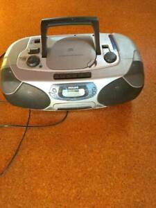 PHILIPS RADIO. CD. CASSETTE PLAYER MODEL AZ1292/60 $30