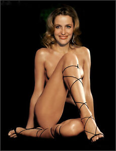 Gillian Anderson A4 photo #3