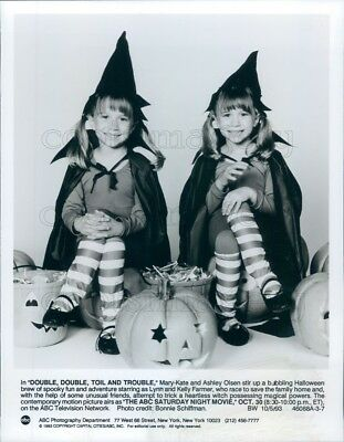 1993 Press Photo Cute Ashley & Mary Kate Olsen Halloween TV Special - Ashley Olsen Halloween