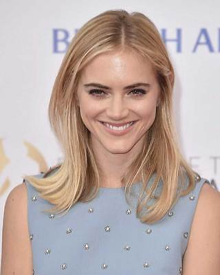 Emily Wickersham 8X10 Photo 003