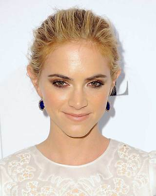 Emily Wickersham 8X10 Photo 005