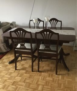 Dining set mid century mahogany table, 4 chairs and leaf