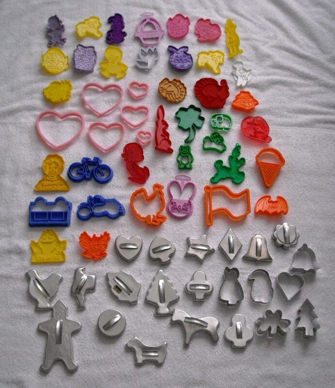 Vintage Lot 65 Plastic & Metal Holiday Animals Cookie Cutters Crafts Play doh