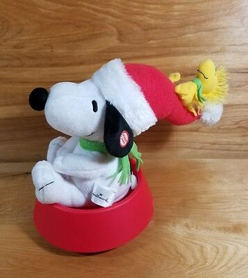Hallmark Peanuts Sledding Snoopy & Woodstock Sound & Motion in Dog Bowl EXC.COND