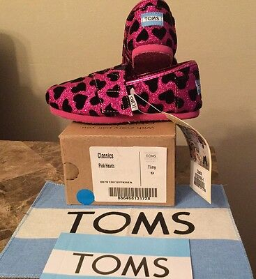 TOMS Classic Girls Hot Pink Glitter W/Black Hearts: Size Tiny 9 (Toddler) ()